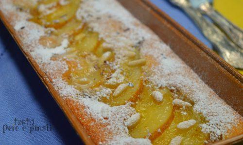 Torta semplice con pere e pinoli
