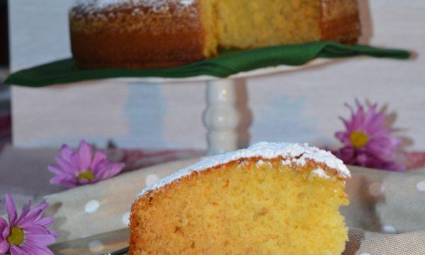 Torta sofficissima al miele di rododendro e fiori di camomilla essiccati