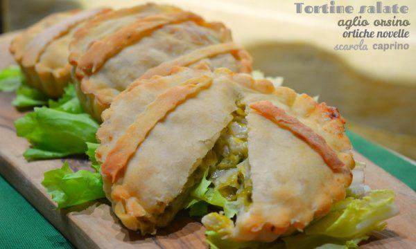 Tortine salate all'aglio orsino, con scarola, ortiche novelle e caprino