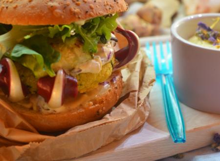 Hamburger di topinambur e radicchio tardivo con maionese ai fiori
