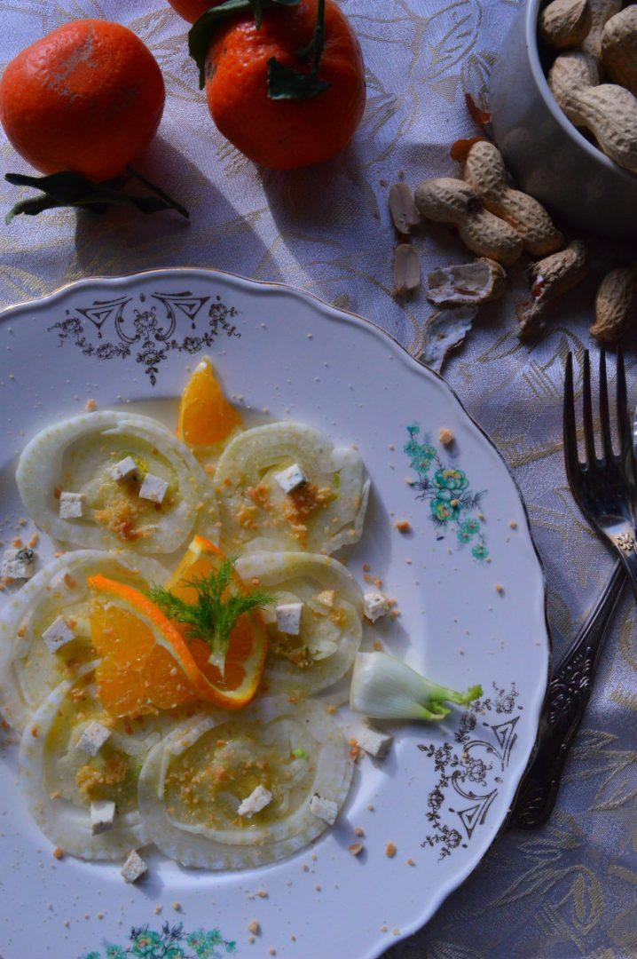 Insalata di finocchi, dressing al mandarino e arachidi, ricetta detox