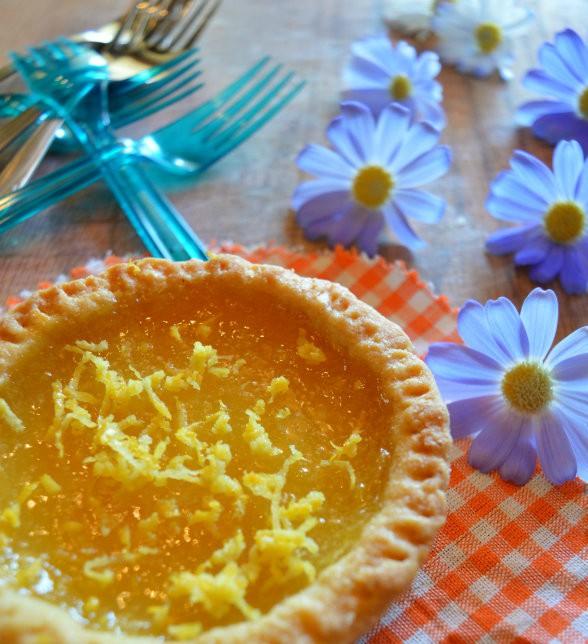 Crostatina al burro di mandorle e crema al limone