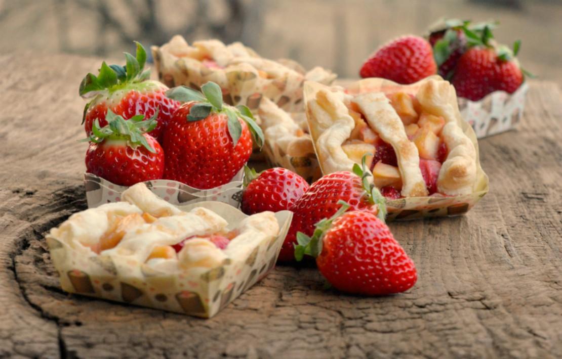Sfogliatine alle fragole e mele | Ricetta velocissima
