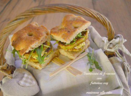 Tramezzini di focaccia con frittatine veg e maionese alle erbe