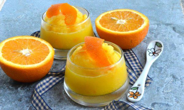 Sorbetto con scarti di spremuta, scorze d'arancia e vodka | Pronto in 10 minuti