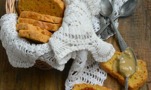 Fette biscottate con farina di fave | Ricetta D&A rivisitata
