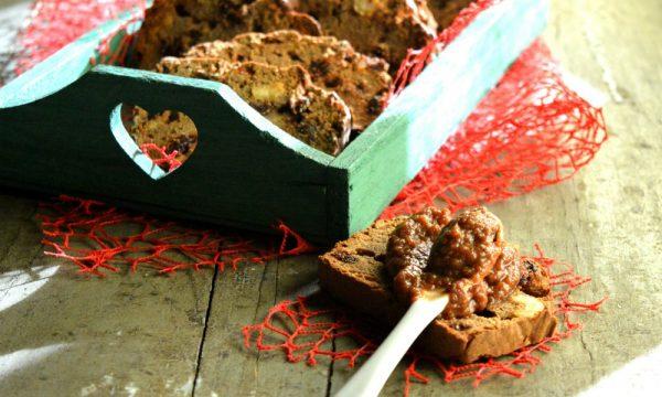 Fette biscottate di grano saraceno e castagne con mirtilli rossi e nocciole | Senza glutine, latte e lievito