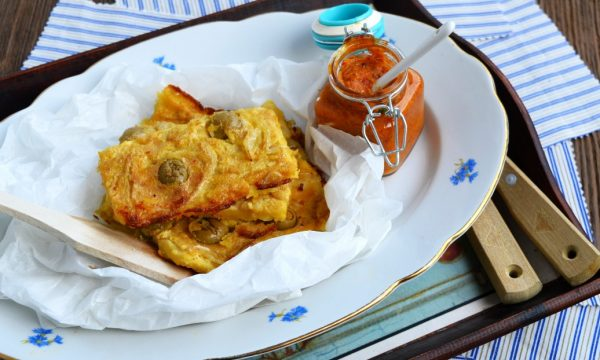 Farinata di ceci con cipolle e olive | ricetta farinata rivisitata