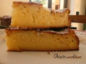 Torta di mele cremosa, con pesche sciroppate e ricotta