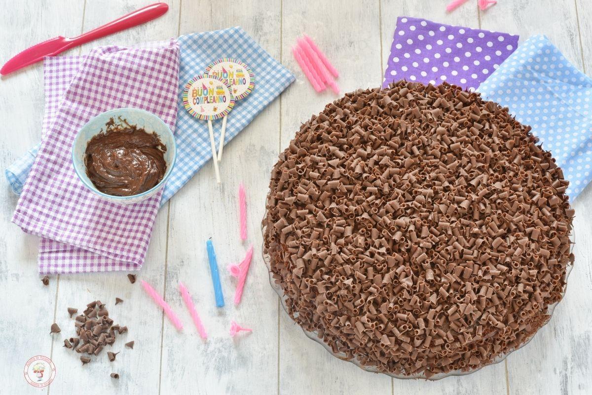 Torta di compleanno per bambini al cioccolato