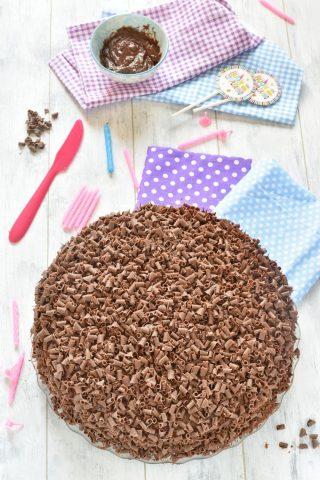 Torta di compleanno al cioccolato per bambini