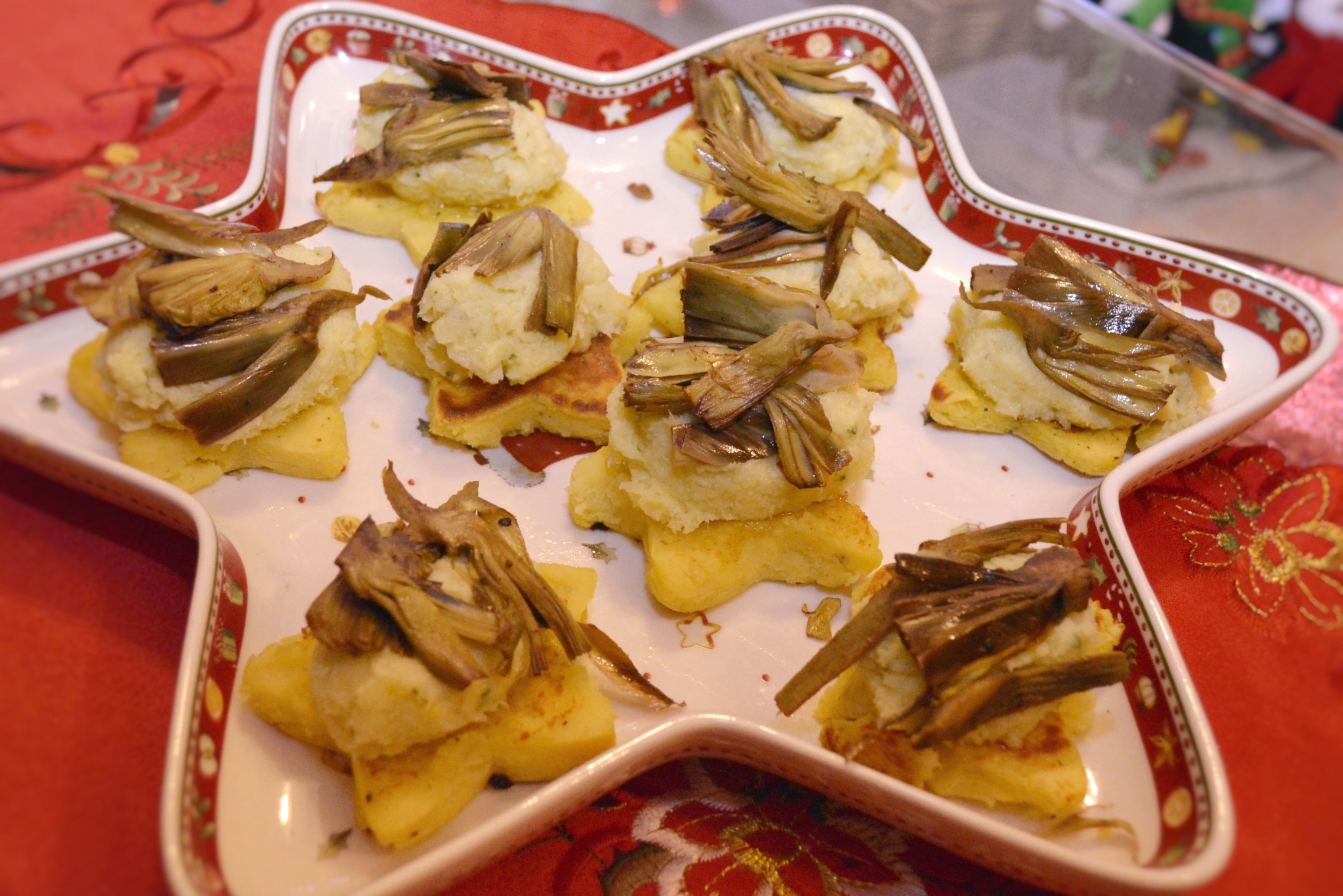 Baccalà mantecato con carciofi su stelline di patate