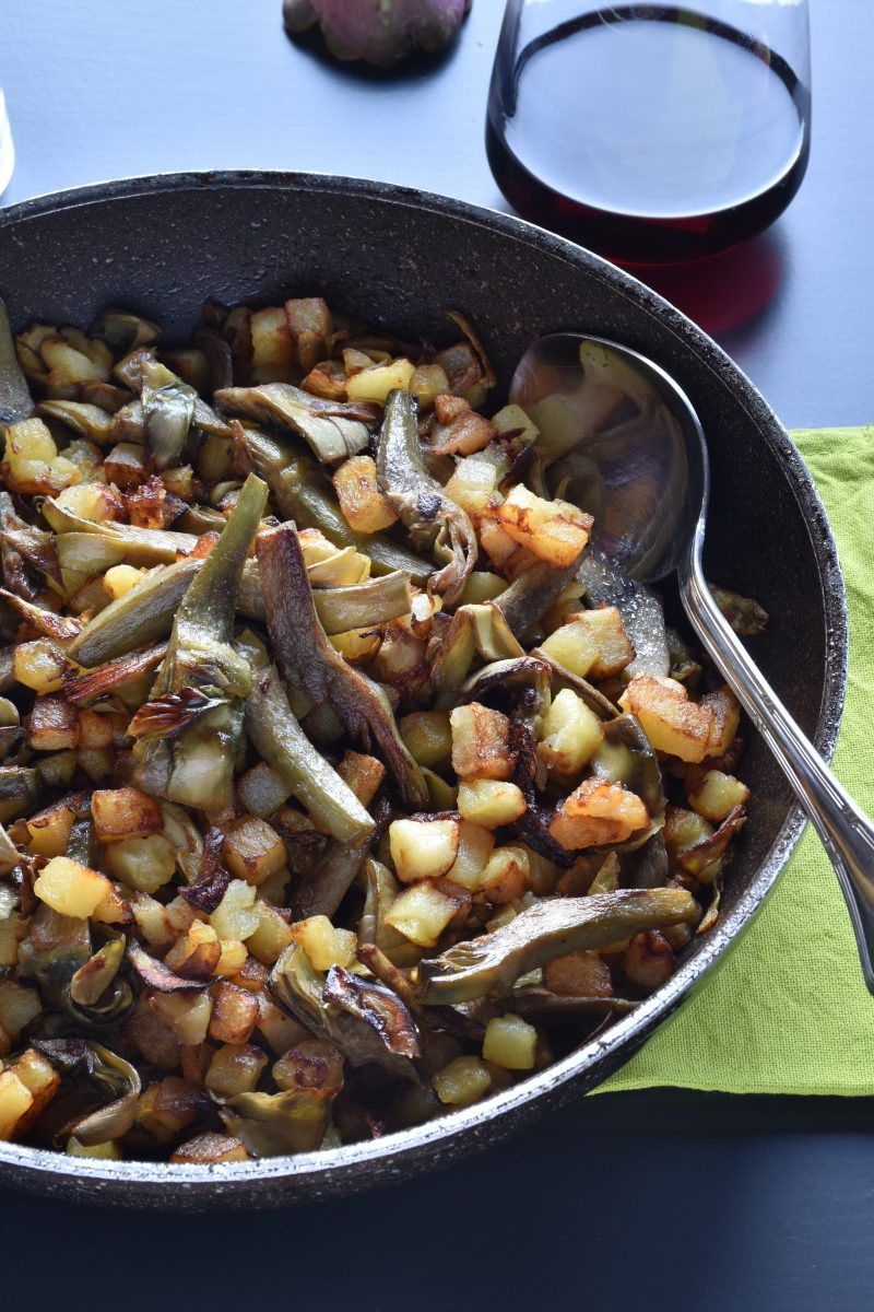 carciofi e patate fritte in padella vert
