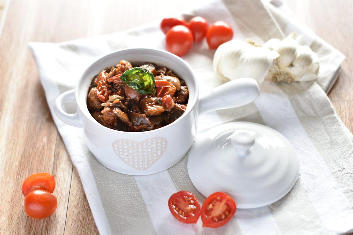 melanzane a funghetto con olive e capperi