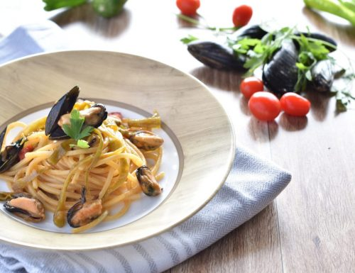 Spaghetti con cozze peperoncini dolci e cremina di alici