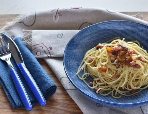 Bavettine con peperoni arrostiti prosciutto cotto e parmigiano