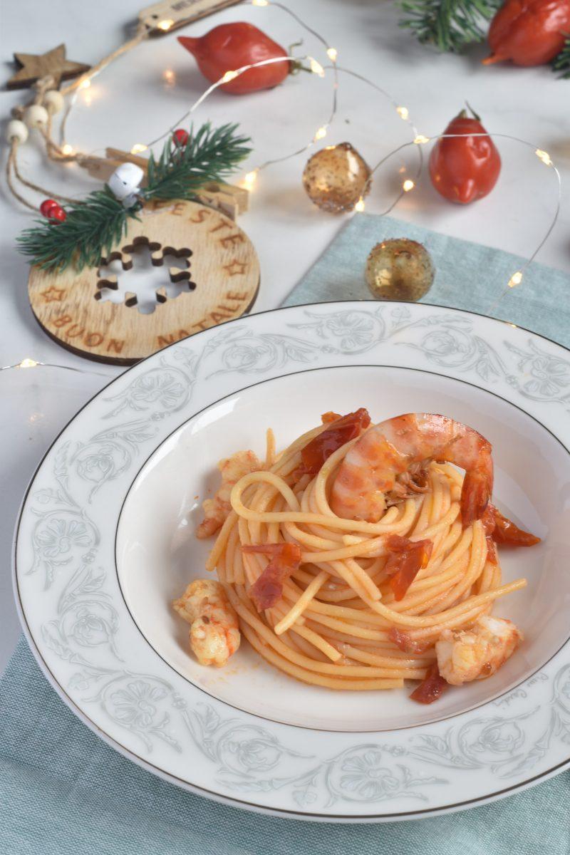 Spaghetti con mazzancolle e pomodorini del piennolo