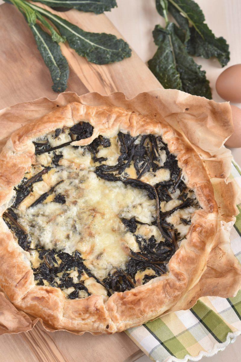 Torta salata con cavolo nero e formaggio