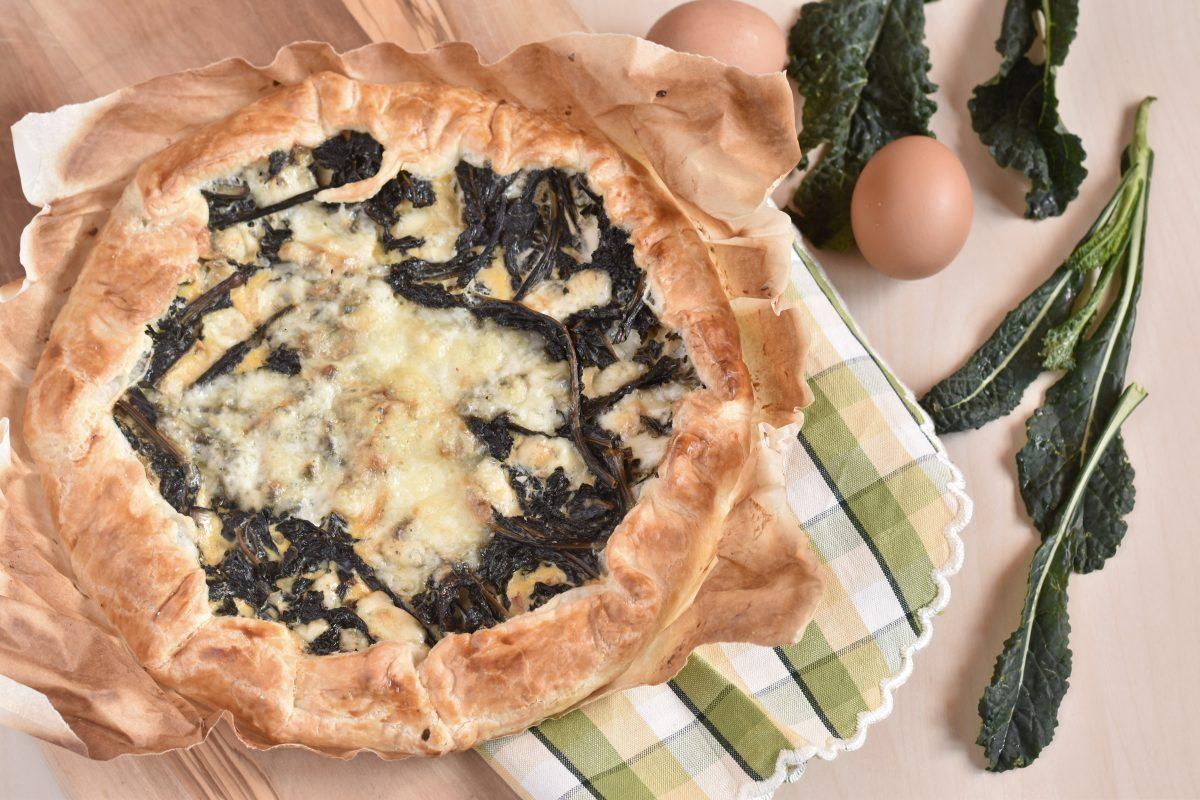 Torta salata con cavolo nero speck e formaggio