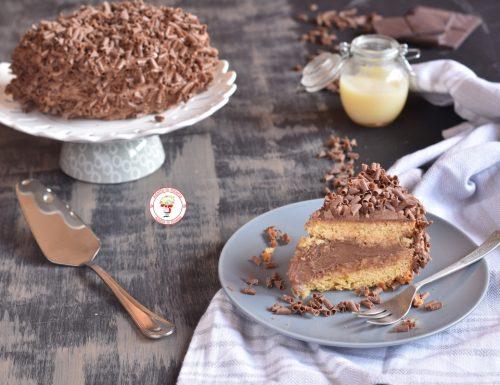 Torta di compleanno con crema al mascarpone e latte condensato (camy cream)