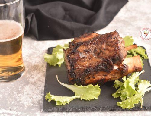 Stinco di maiale al forno glassato alla birra