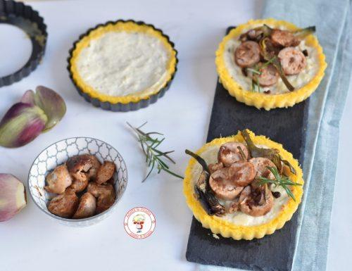 Polenta con salsiccia besciamella e carciofi croccanti