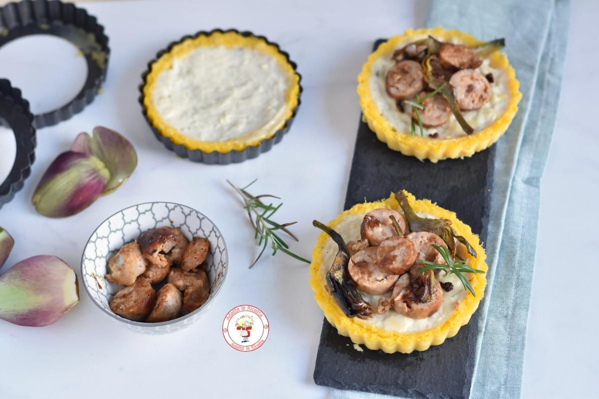 polenta con besciamella salsiccia e carciofi croccanti