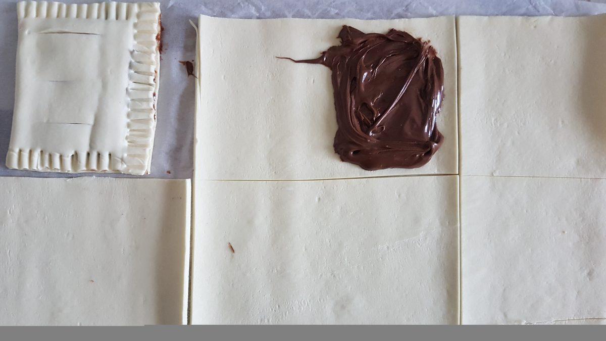 saccottini di pasta sfoglia con nutella e mandorle