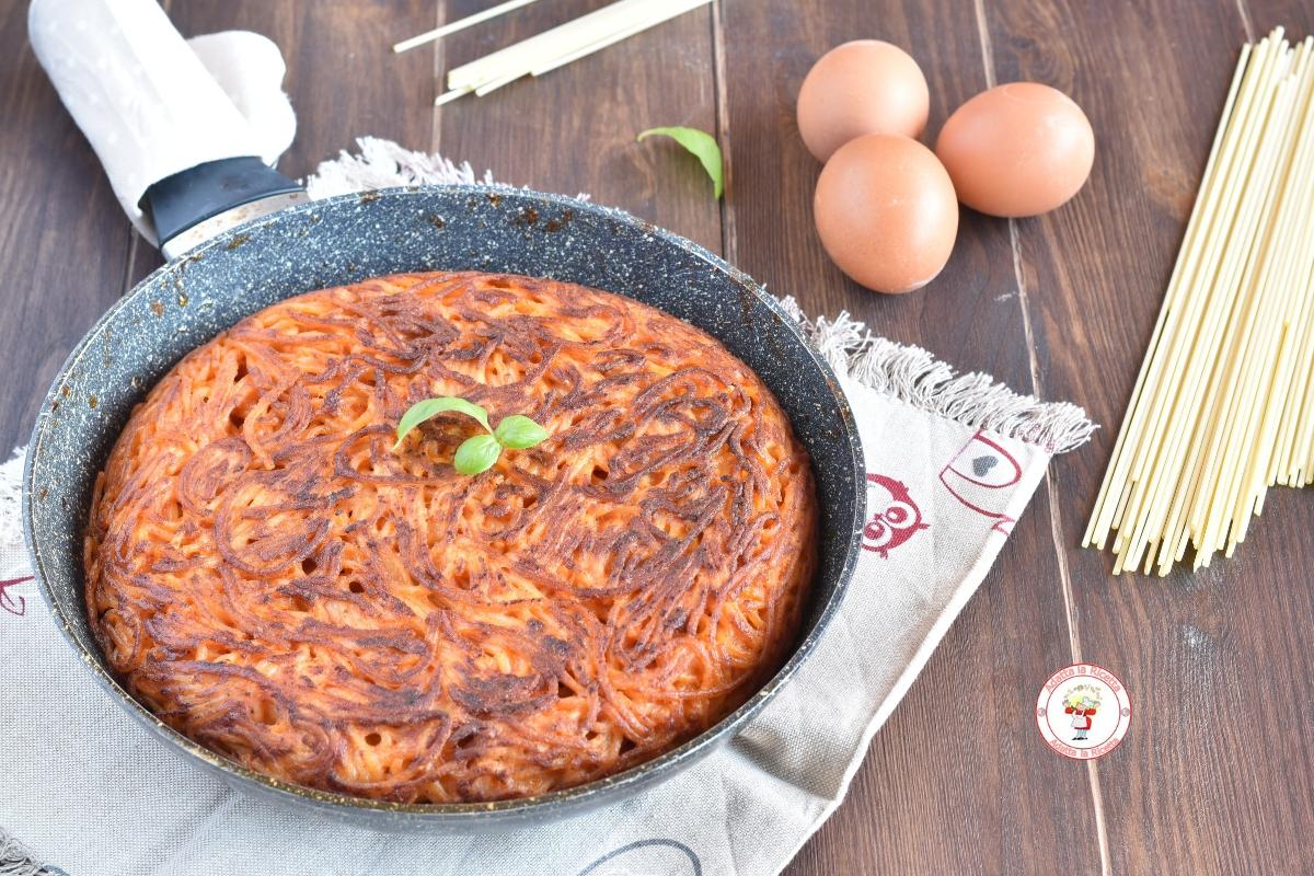frittata di spaghetti al sugo semplicissima