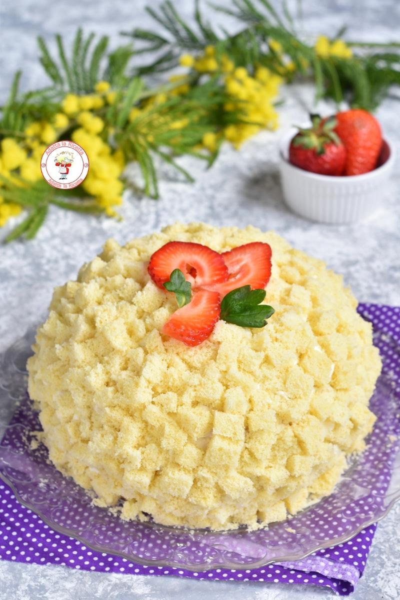 Mimosa alle fragole veloce con pan di spagna furbo