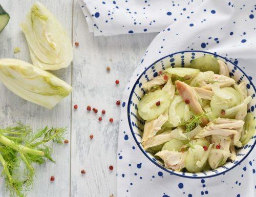 Insalata di pollo arrosto con cetrioli e finocchi