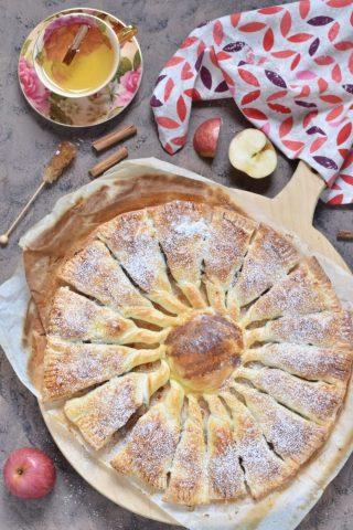 Girandola di pasta sfoglia con mele e noci (2)