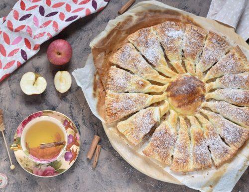 Girandola di pasta sfoglia con mele e noci