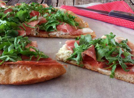 Pizza di Kamut burrata e crudo ideale per gli intolleranti