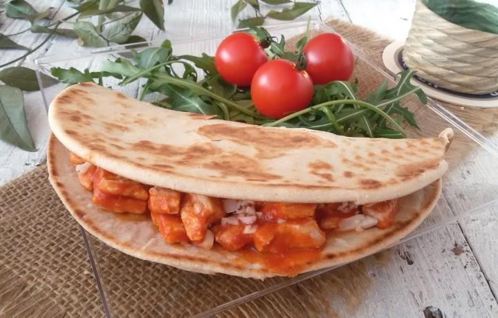 Piadina al pollo e salsa speziata ricetta veloce