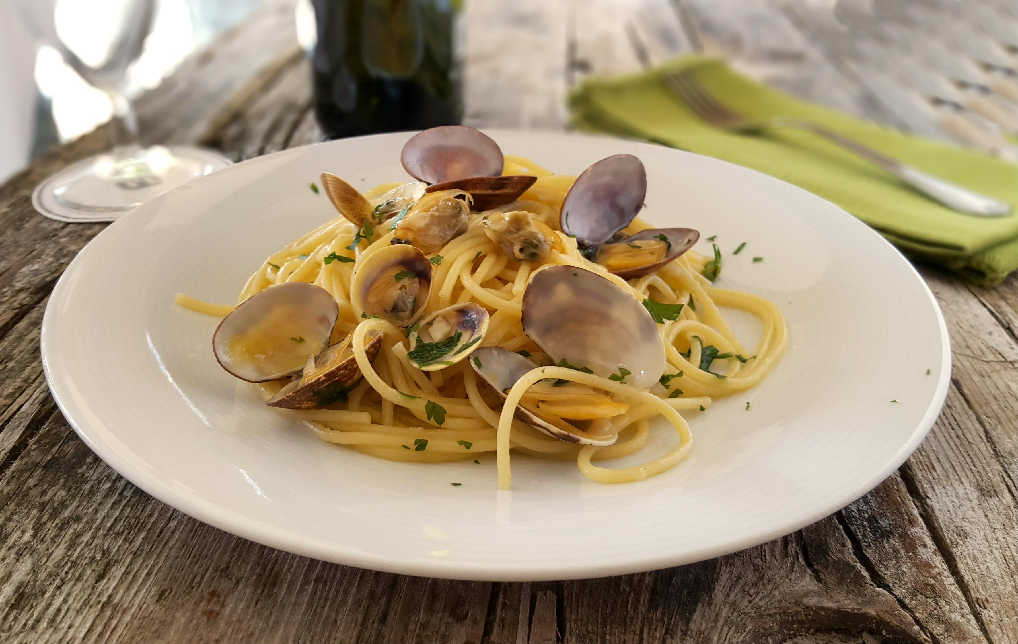 Spaghetti alle vongole veraci ricetta della tradizione for Vongole veraci wikipedia