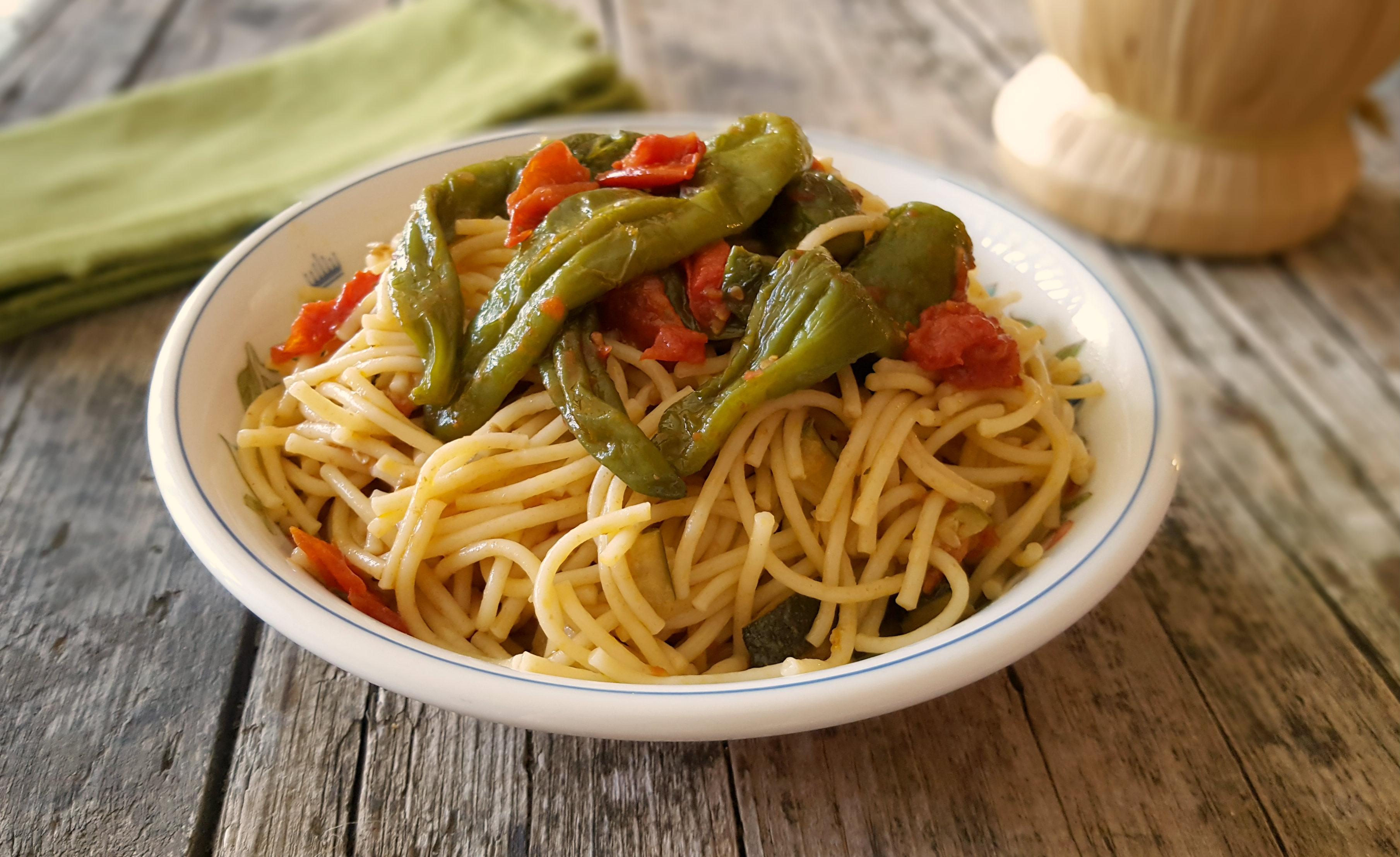 Spaghetti con friggitelli primo piatto veloce for Cucinare friggitelli