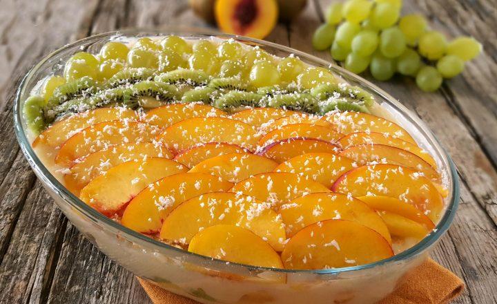 Tiramisù alla frutta senza uova e mascarpone fresco e goloso