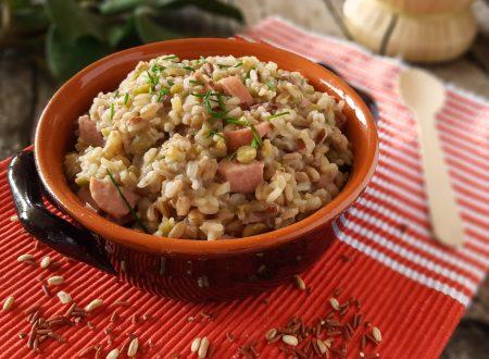 Zuppa del contadino caldo nutriente e salutare comfort food