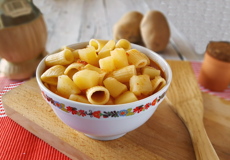 Pasta e patate in brodo