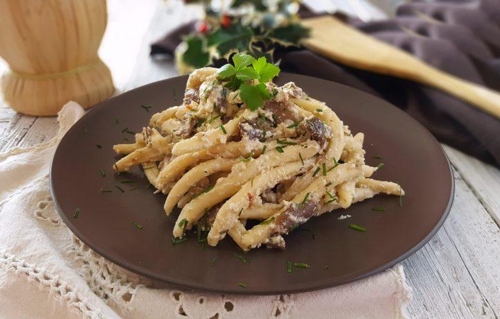 Maccheroni ai funghi e crema di ricotta primo piatto di gusto