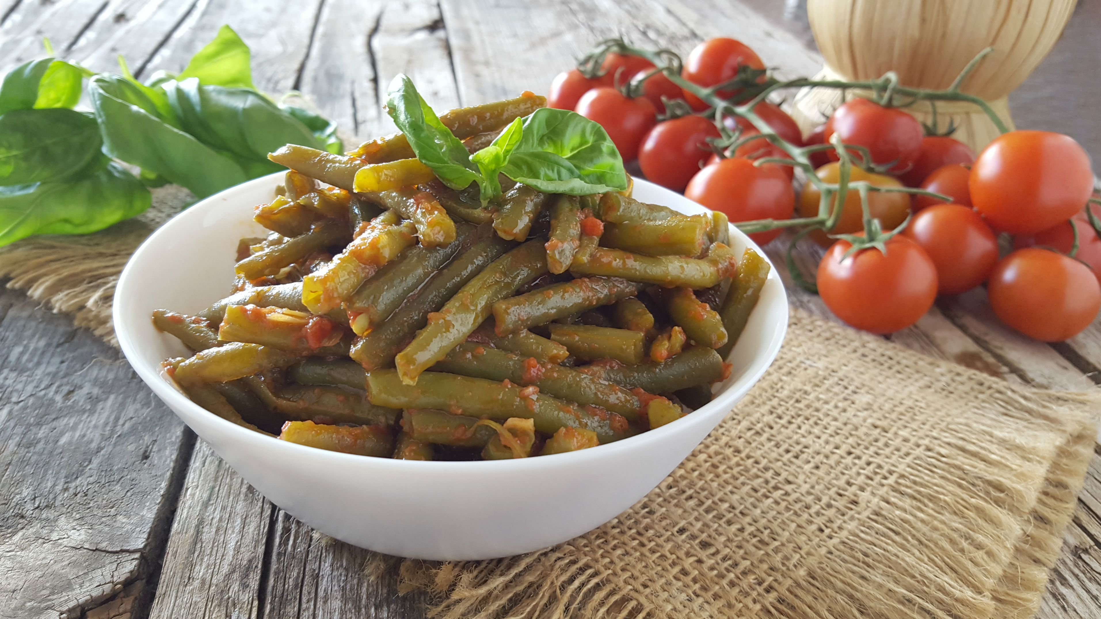 Fagiolini al pomodoro gustosa e veloce ricetta estiva - Cucinare i fagiolini ...