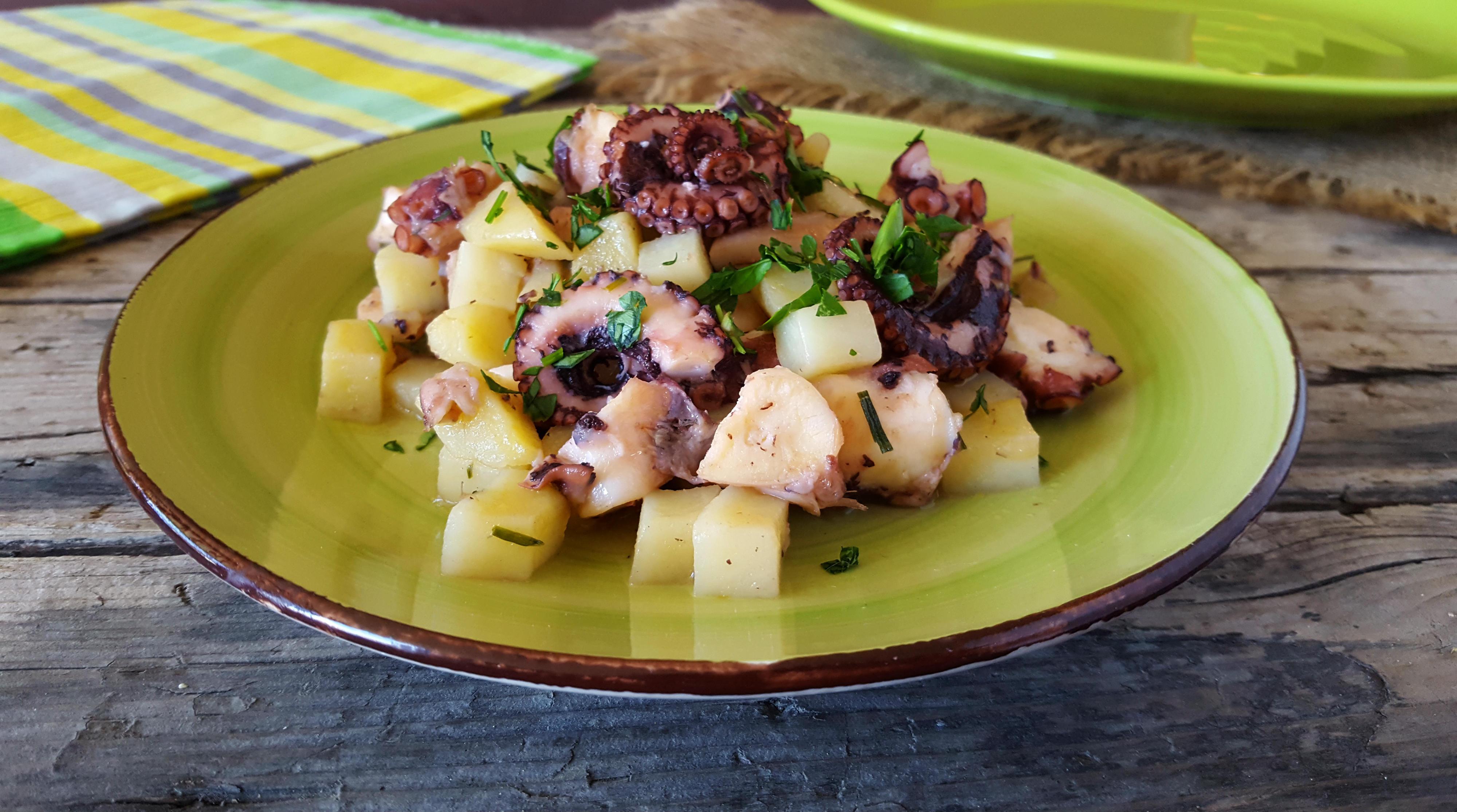 polpo e patate in padella