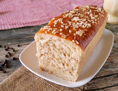 Pan dolce al caffè soffice lievitato da colazione