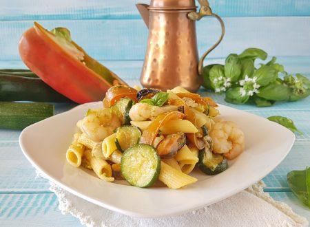 Pasta fredda con pesce e verdure veloce e gustosa