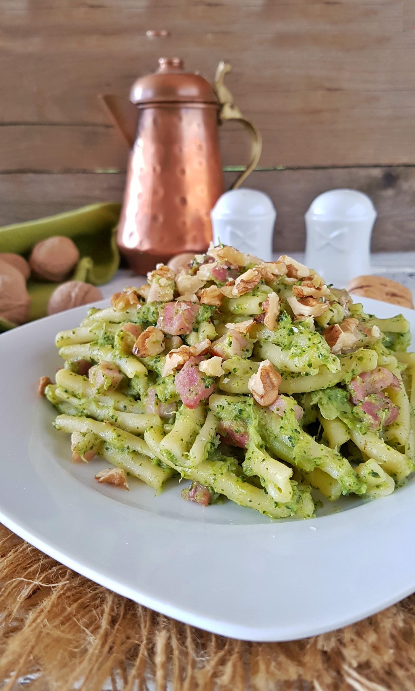 casarecce alla crema di broccoli noci e pancetta
