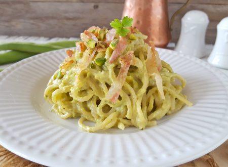 Spaghettoni crema di fave guanciale e pistacchi