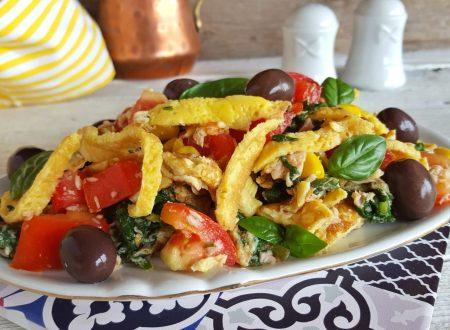 Straccetti di frittata all'insalata freschi e veloci