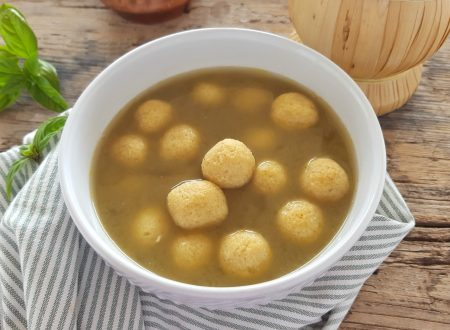 Perle di parmigiano in brodo semplici e gustose