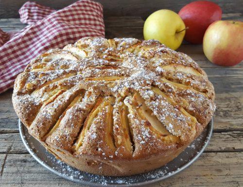 Torta di mele della nonna con il segreto della confettura
